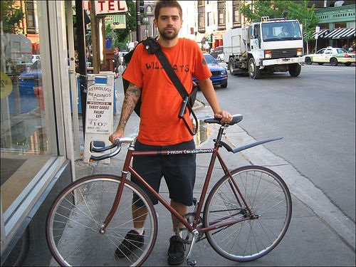 A Chicago Bike Messanger photo by Faster Panda Kill Kill (flickr.com)