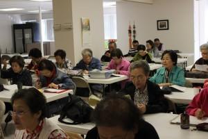 """Korean Seniors Say """"Ye"""" to Learning English"""